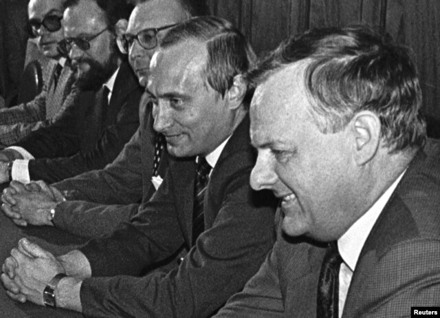 Анатолий Собчак и Владимир Путин. Август 1993 года