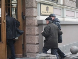 Russian citizens line up outside the Russian Embassy in Riga to vote in the March 2004 Russian presidential election.