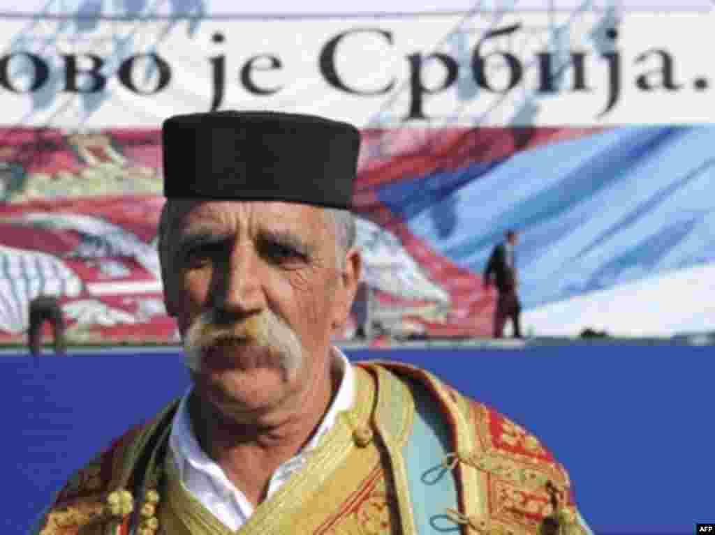 """Протест в Белграде, 21 февраля 2008. Надпись на транспаранте """"Косово - это Сербия"""""""