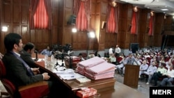 دستگاه قضايی ايران تاکنون چهار دور محاکمه فعالان سياسی، مدنی، روزنامه نگاران و افراد عادی را برگزار کرده است.