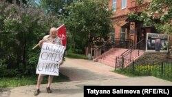 Томский журналист Игорь Кузнецов на пикете в поддержку украинского режиссера Сенцова (архивное фото)