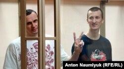 Суд у Росії в 2015 році засудив Олега Сенцова (л) і Олександра Кольченка до 20 і 10 років колонії відповідно