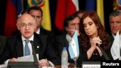 آلبرتو نیسمان، خانم فرناندز رییس جمهوری و هکتور تیمرمن وزیر خارجه را به لاپوشانی در پرونده آمیا متهم کرده بود