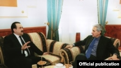 RFE President Jeffrey Gedmin at a meeting with Kazakh Prime Minister Karim Masimov in Astana.