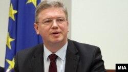 Еврокомесарот Штефан Филе.