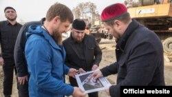 Рамзан Кадыров на месте строительства мечети имени Рамзана Кадырова в Шали