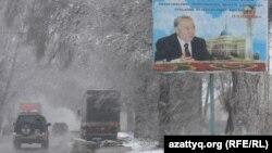Билборд с изображением президента Казахстана Нурсултана Назарбаева у автомобильной дороги. Алматы. Иллюстративное фото.