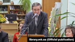 Mykola Shytyuk speaks at a conference on the Holodomor at the Mykolayiv State Regional Universal Scientific Library on November 9, 2013.