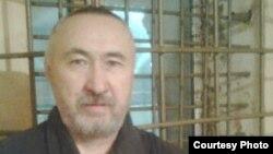 Арон Атабек, казахский диссидент и поэт, в тюрьме. Фото сделано в 2012 году.