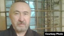 Арон Едигеев (Арон Атабек), казахский диссидент и поэт, в тюрьме. Фото сделано в 2012 году.