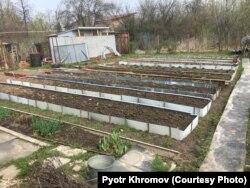 Трое свидетелей видели, как в день убийства Виктор Лукьян делал бортики для грядок на соседском огороде
