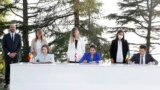 Зліва направо за столом: президентка Молдови Мая Санду, президентка Грузії Саломе Зурабішвілі та президент України Володимир Зеленський під час саміту «Асоційованого тріо» в Батумі, 19 липня 2021 року