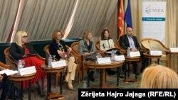 """Pamje nga konferenca """"Roli i gruas në ruajtjen e paqes dhe sigurisë - Rezoluta 1325 Bazat për Aksion"""""""