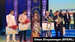 Награждение победителей айтыса «Жырың болып төгілемін, елім». Астана, 8 декабря 2013 года.