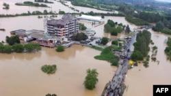 Pogled na potopljeni Obrenovac