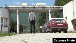 Muhamed Bašić ispred fabrike Binas, foto:cin.ba