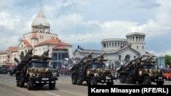 Военный парад Армии обороны Нагорного Карабаха в Степанакерте (архив)