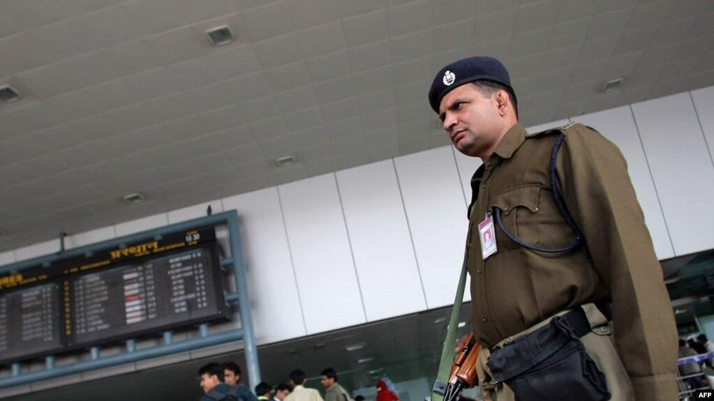 Картинки по запросу индийские проверки в аэропорту