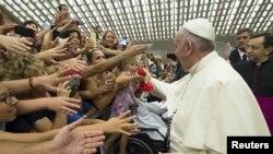 Папа Франциск и прихожане