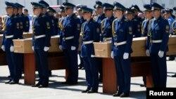 Траурная церемония в аэропорту Харькова 23 июля
