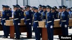 Траурная церемония в аэропорту Харькова. 23 июля 2014 года.