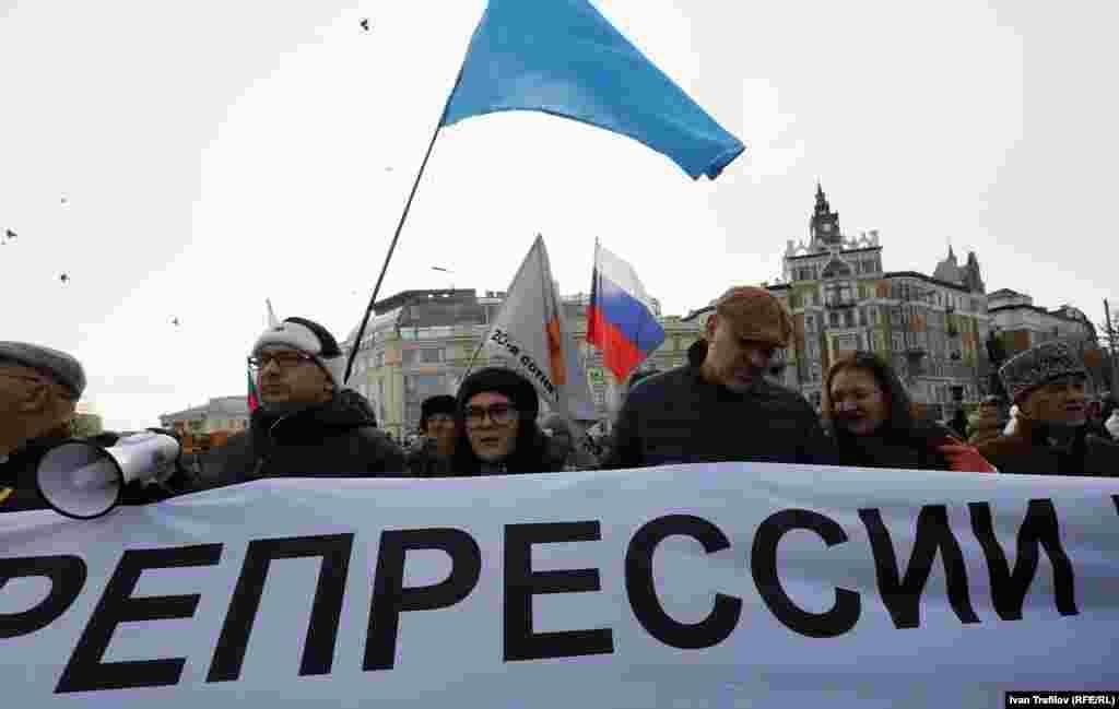 Среди участников акции – дочь заместителя председателя Меджлиса крымских татар Ильми Умерова Айше