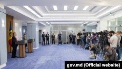 Maia Sandu și John Bolton în fața presei