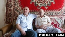 Мікола Статкевіч з бацькам