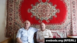 Belarus - Former political prisoner Mikalay Statkevich visits his father, Baranavichy, 23Aug2015