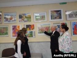 Гайсә Талипов һәм Алия Абдуллина күргәзмә белән таныштыра