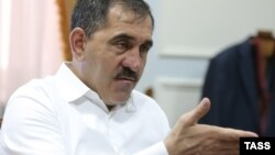 Ingush leader Yunus-Bek YevkurovYevkurov has proposed that all government officials, himself included, should agree to a 10 percent reduction in salary.