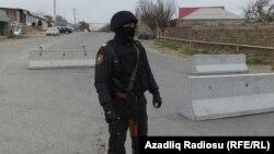 Әзербайжан қауіпсіздік күштерінің қызметкері (Көрнекі сурет).