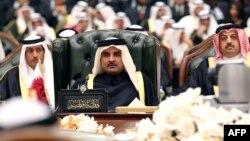 أمير قطر الشيخ تميم بن حمد (وسط) في القمة 34 لمجلس التعاون الخليجي بالكويت 10/12/2013