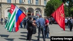 После 24 августа вопрос номер один, волновавший абхазское общество, – кто и в каком туре станет президентом, – сменился другим: каков будет состав властной команды, которую сформирует Рауль Хаджимба?