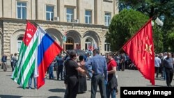 То, что Абхазия пошла по традиционному пути попеременной смены у руля управления государством двух или более партий или партийных блоков, как в странах «с развитой демократией» – это вполне позитивное явление