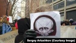 Акция против политики Путина перед российским представительством в ООН. Нью-Йорк, 1 марта 2015 года.