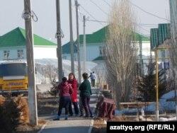 Дома в микрорайоне Асар для оралманов. Шымкент, 2 марта 2014 года.