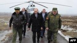 Ռուսաստանի նախագահ Վլադիմիր Պուտինը ժամանում է Կիրիլովսկի զինավարժարան՝ զորավարժություններին հետևելու համար, 3-ը մարտի, 2014թ․