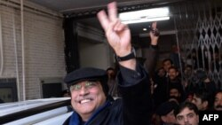 Former Pakistani President Asif Ali Zardari flashes a victory sign as he leaves the anticorruption court after his hearing in Islamabad on January 9.