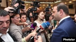 Armenia - Yerevan Mayor Taron Markarian talks to journalists, Yerevan, 8Jun2013