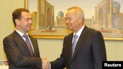 РФ Президенти Д.Медведев (ч) ва Ўзбекистон Президенти И.Каримов, Тошкент, 2011 йил июн