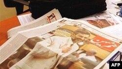 توقیف مطبوعات و به زندان افتادن روزنامه نگاران هر ساله در ایران اتفاق می افتد. (عکس روزنامه توقف شده هم میهن.)