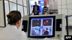 نظارت غربالی در فرودگاههای کشورهای غربی افزایش یافته و وزیران بهداشت ۲۸ عضو اتحادیه اروپا موافقت کردهاند که در مراکز ورودی کشورهای خود اقداماتی هماهنگ برای رصد مسافران انجام دهند