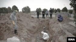 Burial of coronavirus victims in Iran. April 6, 2020
