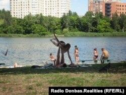 Донецк. Люди отдыхают на пляже