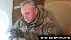 Віктор Муженко дає інтерв'ю агентству Reuters на борту військового літака, Запорізька область, 28 вересня 2017 року
