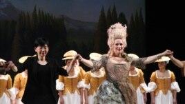 """Diana Damrau în rolul Philiine din opera """"Mignon"""" la Grand Théâtre de Genève. (Foto: Iolanda Bădiliţă)"""