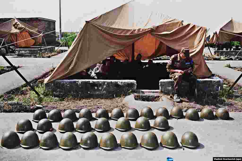 Helmets kept in neat rows at a peacekeeping base near Tskhinvali in July 1992. Gamsakhurdia's successor, Eduard Shevardnadze, signed a cease-fire agreement with the South Ossetians in June 1992. Soon afterwards, a peacekeeping force made up of Georgian, Ossetian, and Russian troops was deployed inside South Ossetia. The agreement ended the fighting, which is estimated to have killed some 1,000 people, but did not settle the wider issue of South Ossetia's status.