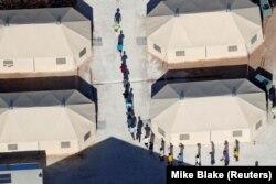 Una din taberele pentru copiii separați de părinți, la Tornillo, Texas