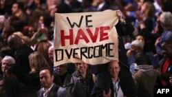 Приврзаници на Обама во Чикаго ја слават победата